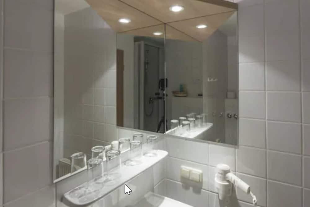 Jednolůžkový pokoj typu Economy - Koupelna