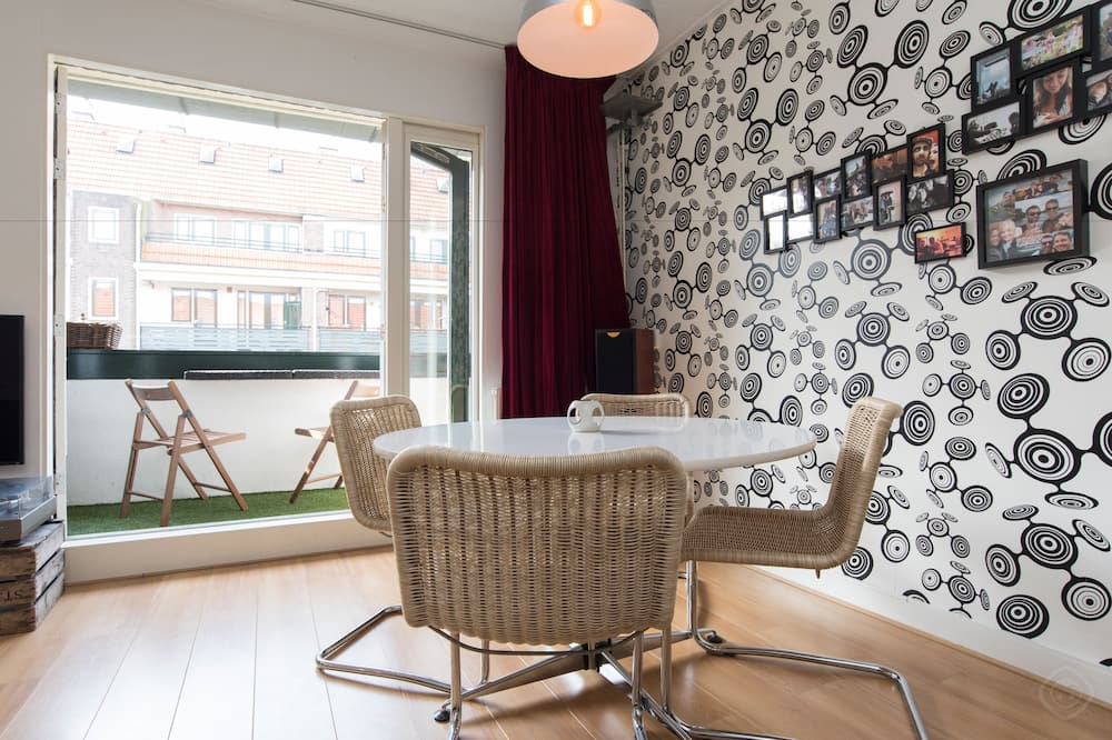 Design Room, 1 Double Bed, Balcony - In-Room Dining