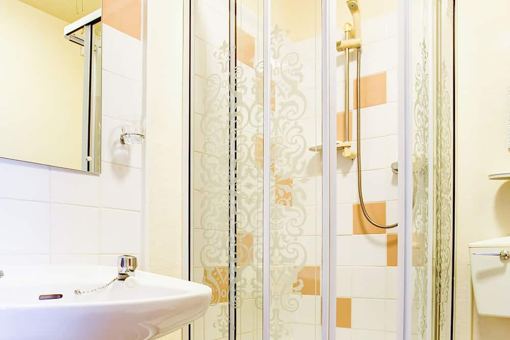 Dvojlôžková izba typu Economy, 2 jednolôžka - Kúpeľňa