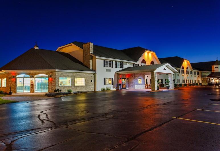 Hotel J Green Bay, Green Bay, Hotel Front – Evening/Night