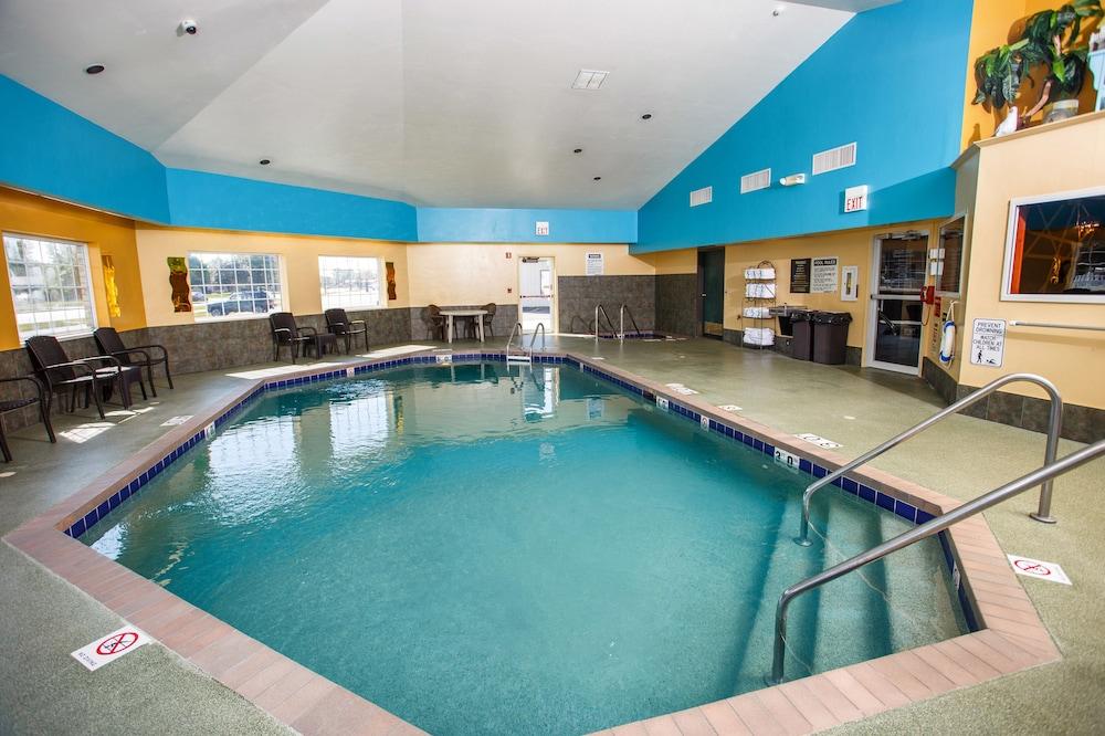 Hotel J Green Bay Indoor Pool