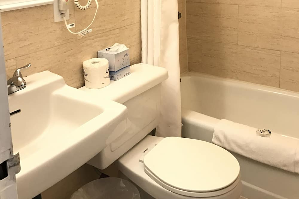 Standard Room, 1 King Bed (Broadway) - Bathroom