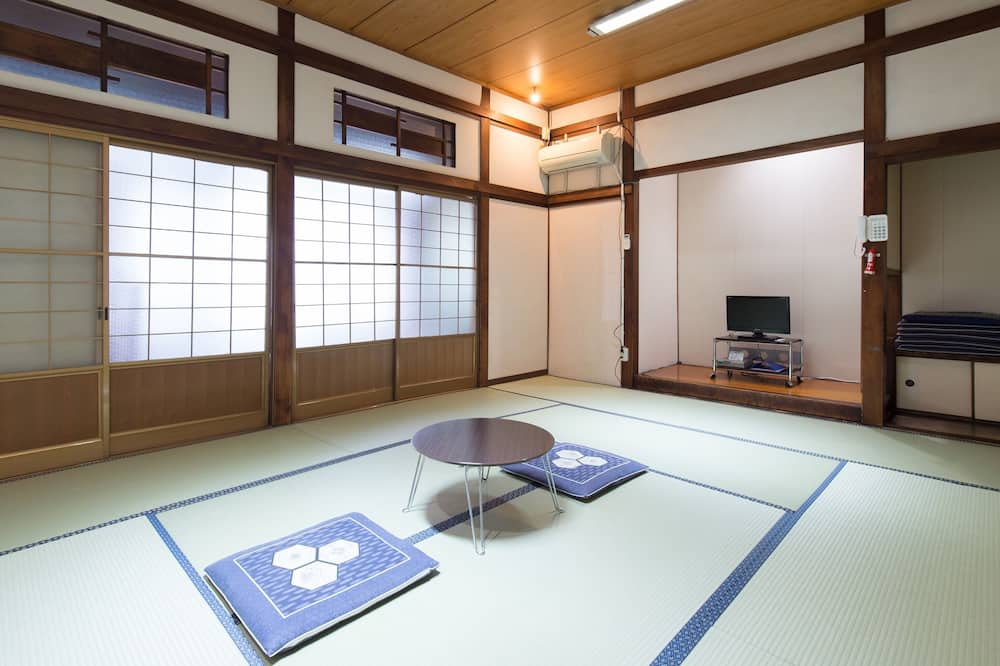 Japanese Room up to 5 guests with Shared Bathroom (Non-Smoking) - 部屋