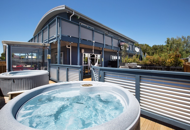 LKNZ Lodge - Hostel, Ohakune, Outdoor Spa Tub