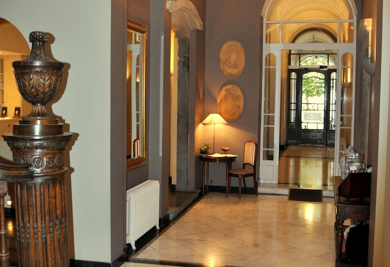 Hotel le Dixseptième, Brussels, Interior Entrance