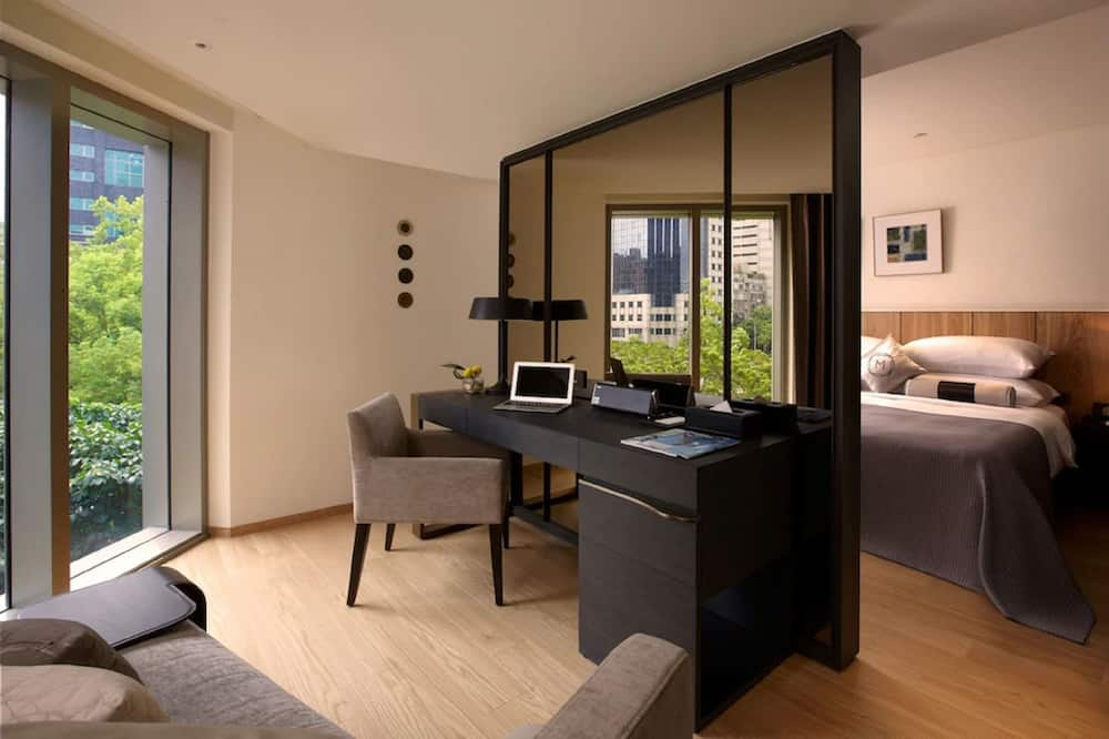 Madison Room  - Living Area