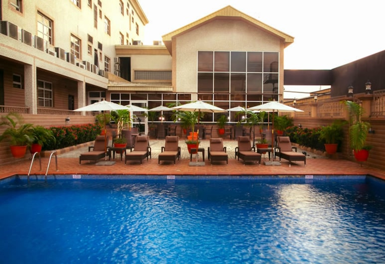 D Palms Airport Hotel, Lagos, Alberca