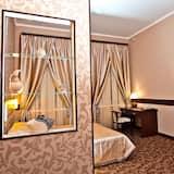 סוויטה קלאסית, מיטה זוגית וספה נפתחת - חדר אורחים