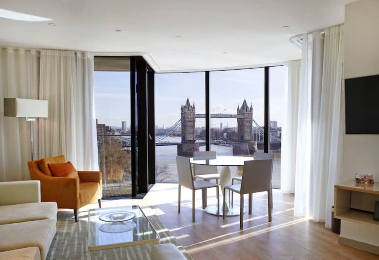 Cheval Three Quays, London, Deluxe Apartment, 2 Bedrooms, River View, Living Room