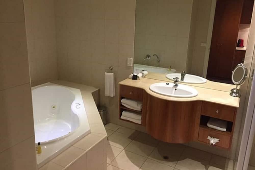 Executive Δωμάτιο, 1 King Κρεβάτι - Μπάνιο
