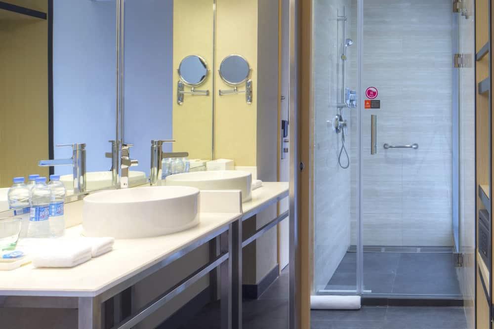 aloft, Room, 2 Double Beds, City View - Bathroom