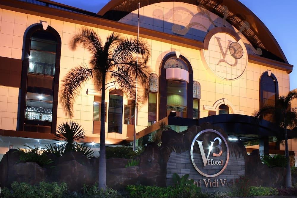 Veni Vidi Vici (V3 Hotel)
