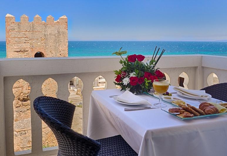 Palais Du Calife Riad Spa & Clubbing - Adults only, Tánger, Habitación Deluxe, vista al mar, Balcón