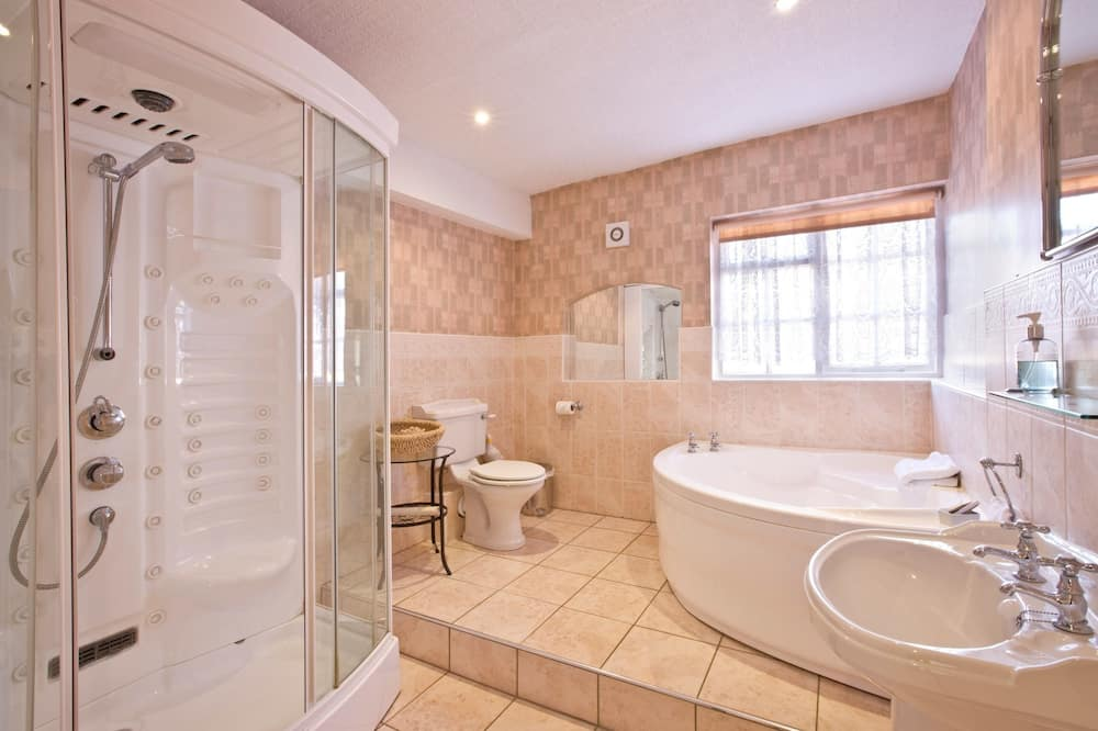 Traditional Double Room, 1 Double Bed, Private Bathroom - Deep Soaking Bathtub