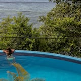 حمّام سباحة لا مُنتهي