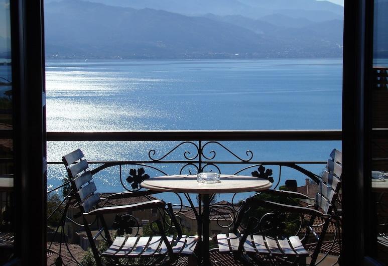 일리온 호텔, 나프팍토스