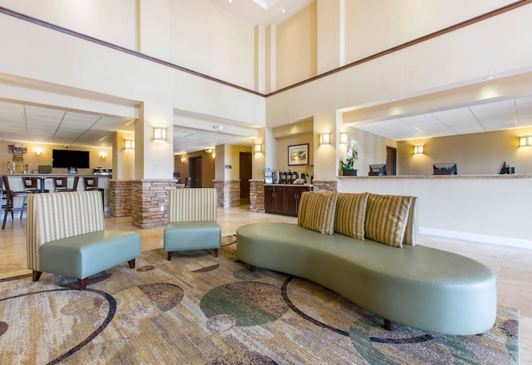 The Oaks Hotel & Suites, Ascend Hotel Collection, Paso Robles, Lobby