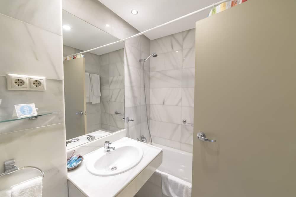 Twin kamer - Badkamer