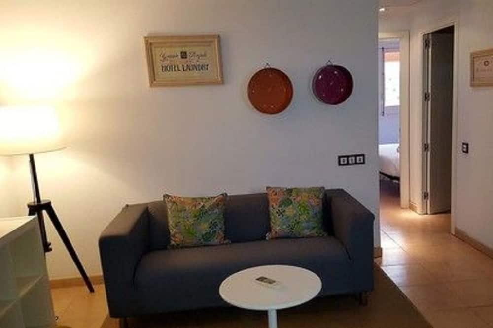 Classic Apartment, 2 Bedrooms - Living Room