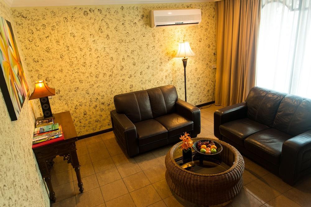 Suite (with separate living room ) - Ruang Keluarga