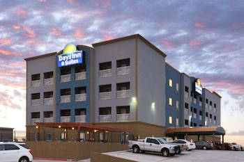 Picture of Days Inn & Suites Galveston West/Seawall in Galveston