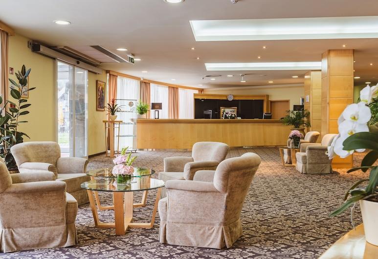 Ramada Hotel & Suites by Wyndham Kranjska Gora, Kranjska Gora, Lobi Oturma Alanı