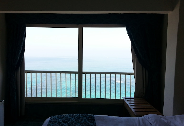 Royal Crown Alexandria, Alexandria, Deluxe Triple Room, Beach View, Guest Room