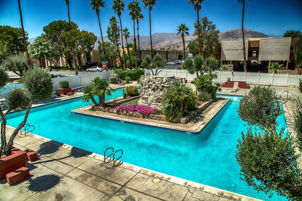 International Hotel And Suites Palm Desert Outdoor Pool