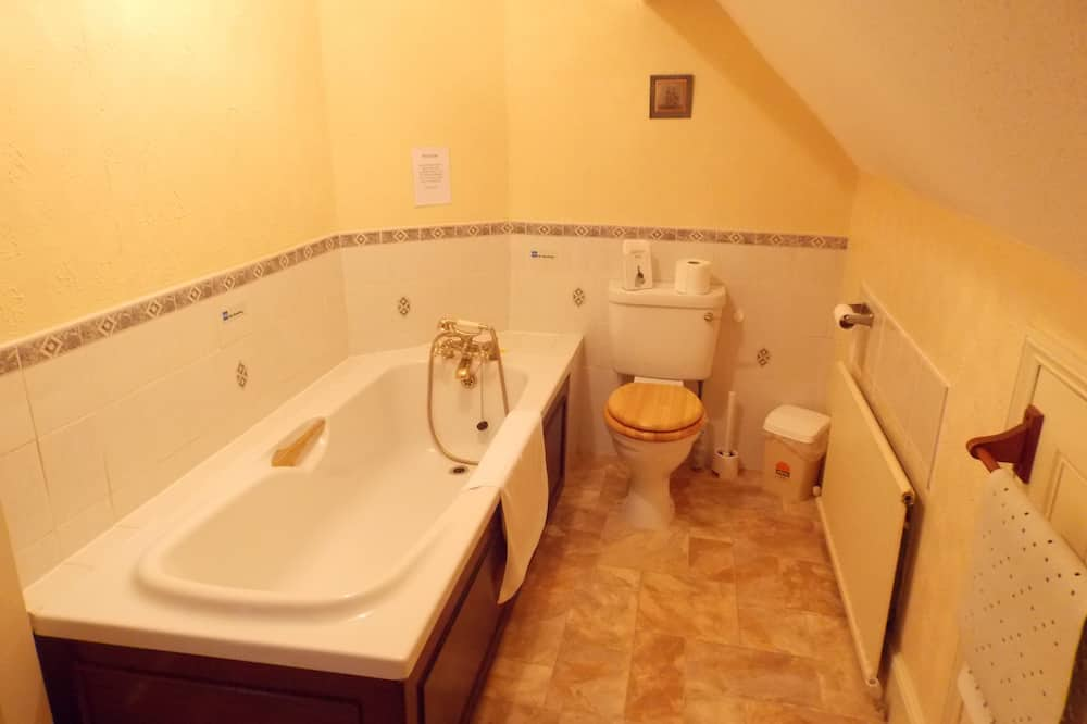 Family Room, Private Bathroom (Top Floor, Small) - Bathroom