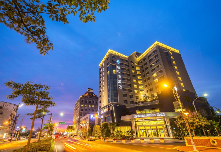 Taichung Harbor Hotel, Taichung, Hotel Front – Evening/Night