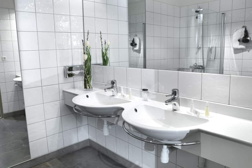 Deluxe Double Room (Sofa bed) - Bathroom