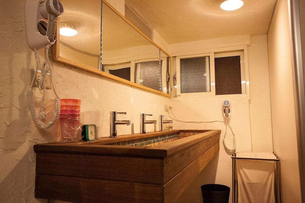 標準共用宿舍, 僅限女士 - 浴室