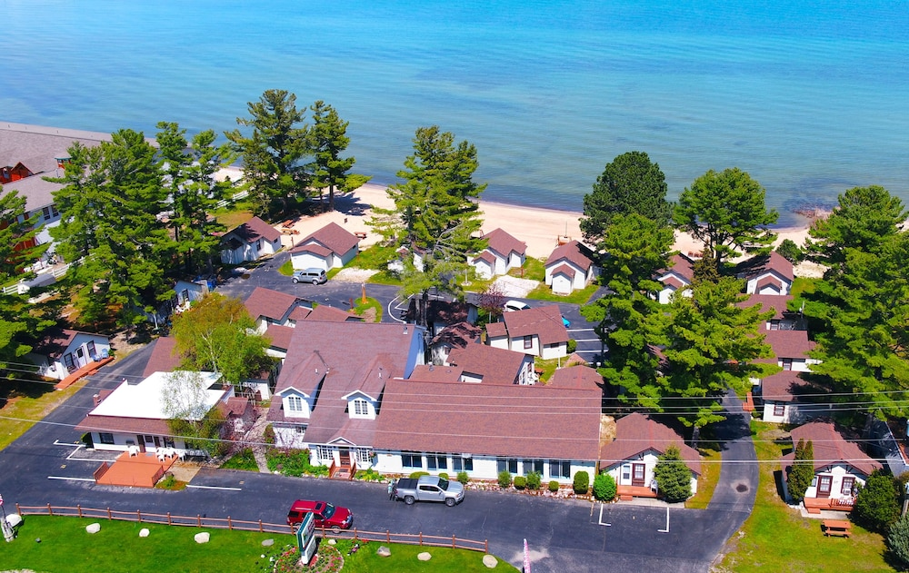 The Beach House Mackinaw City