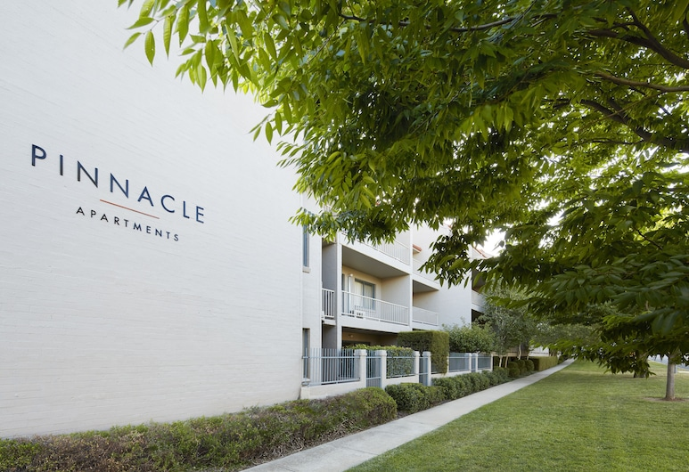 Pinnacle Apartments, Кингстон, Фасад объекта размещения