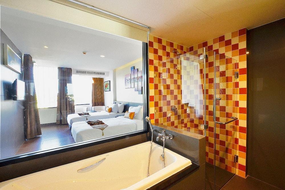 Deluxe Tek Büyük veya İki Ayrı Yataklı Oda, Balkon - Derin Küvet