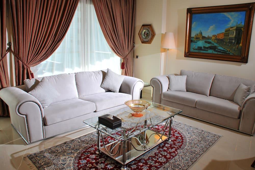 Three-Bedroom Suite Family - ห้องนั่งเล่น