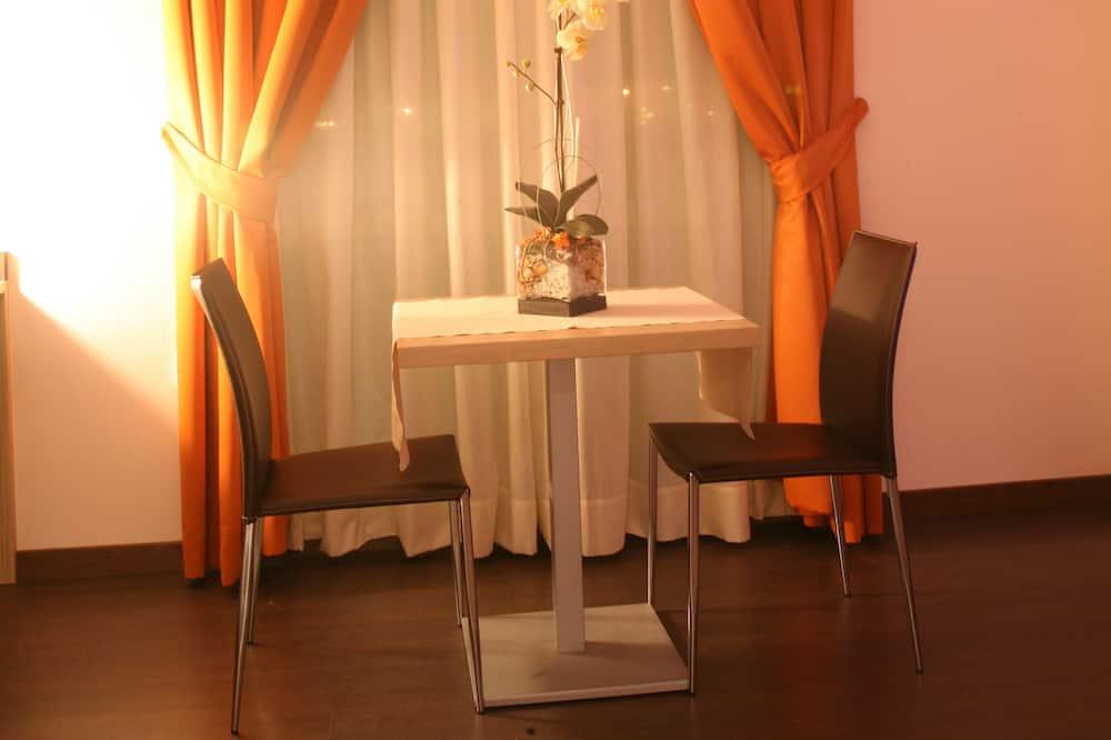 standartinis dvivietis kambarys - Vakarienės kambaryje