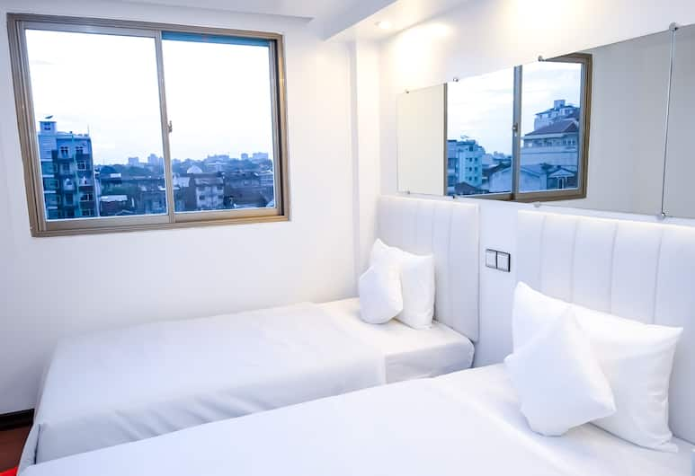 Clover Hotel City Center, Yangon, 1bed in 2bed sharing hostel room, Guest Room