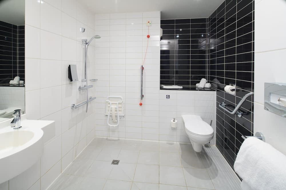 Pokoj, bezbariérový přístup, nekuřácký (Roll-In Shower) - Koupelna