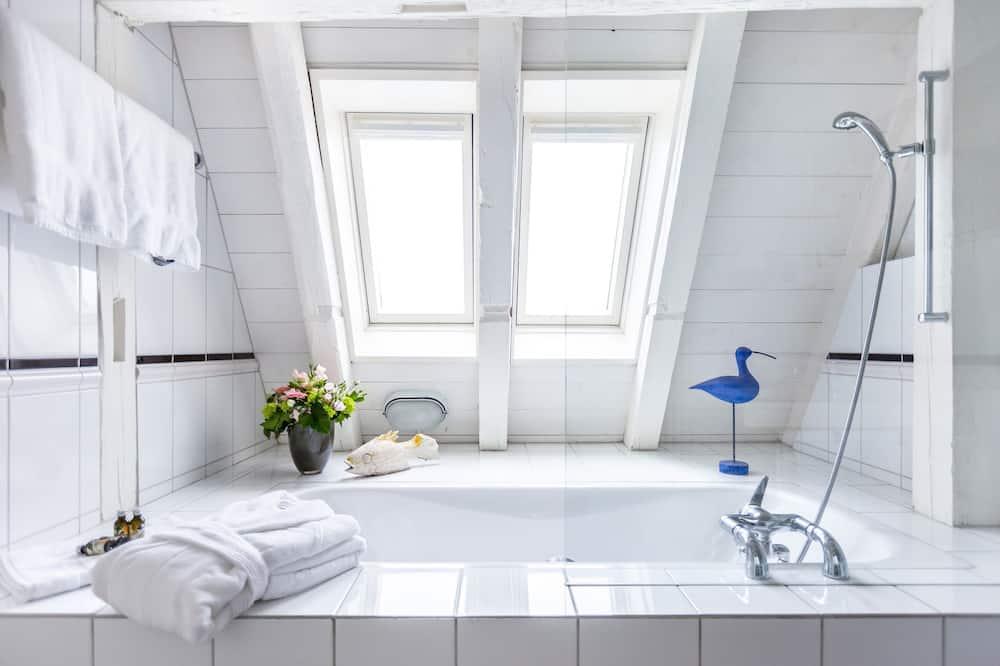 Habitación superior, 1 cama de matrimonio grande - Cuarto de baño