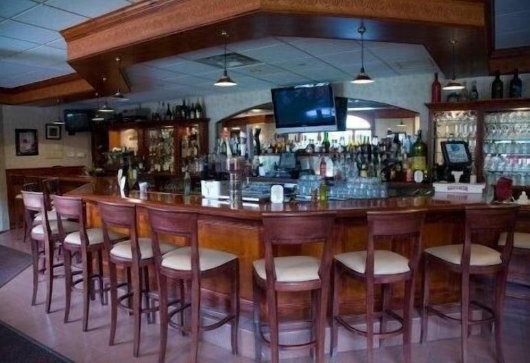 Winnapaug Inn, Уэстерли, Бар в отеле