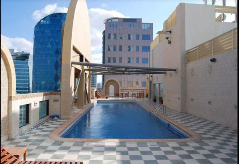 برج إليت, المنامة, حمام سباحة على السطح
