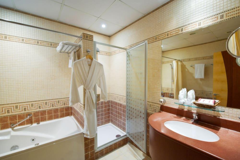 Suite, 3 Bedroom - Phòng tắm