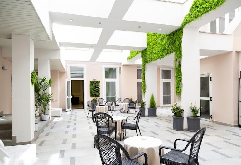 iH Hotels Roma Dei Borgia, Rome, Terrace/Patio
