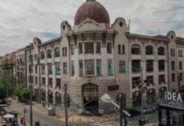 Argo Garni Hotel, Belgrad, Otelin Önü