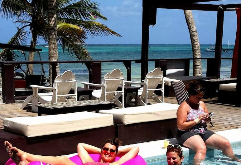 Ocean Tide Beach Resort, Сан-Педро, Бассейн