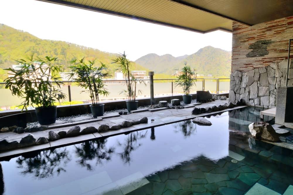 Baño termal público