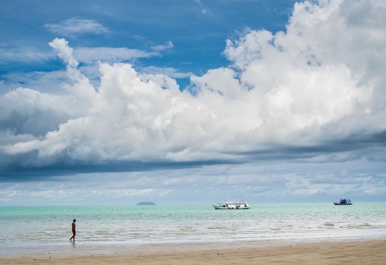 The Jomtien Twelve, Pattaya, Beach