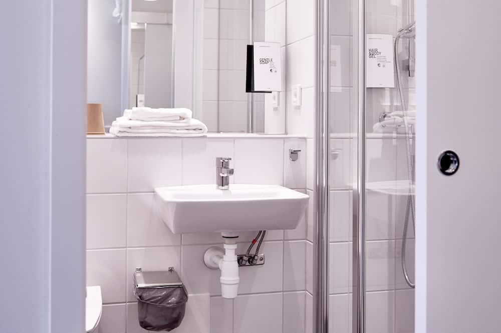 Cabin Room with Shared Bathroom (4 Sqm)  - Baño