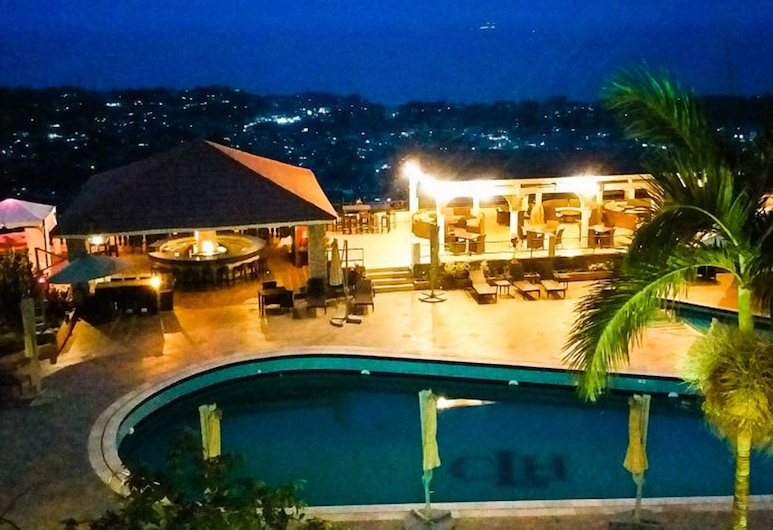 The Country Lodge Hotel, Freetown, Vista dall'hotel